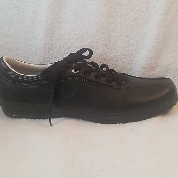 KEDS BLACK LEATHER SNEAKERS SZ 10